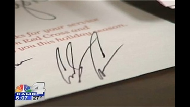 red cross sending out holiday cards to troops